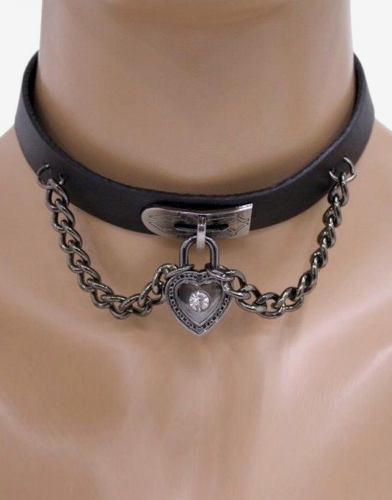 Sådan ser det ud når låsen til mit hjerte halsbåndet hænger på en smuk slavinde-hals
