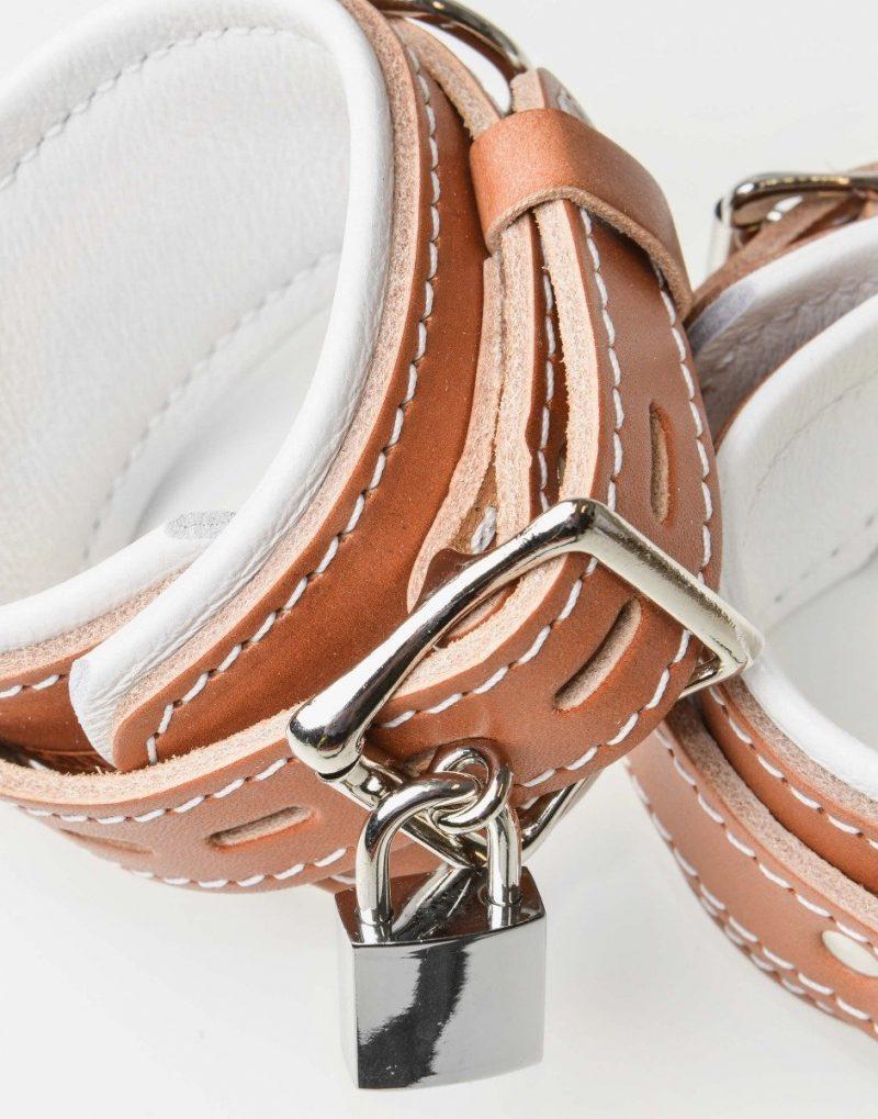 Sinvention's produkter er håndlavede og produceret af det bedste læder. Derfor er der inkluderet livstidsgaranti på samtlige produkter.