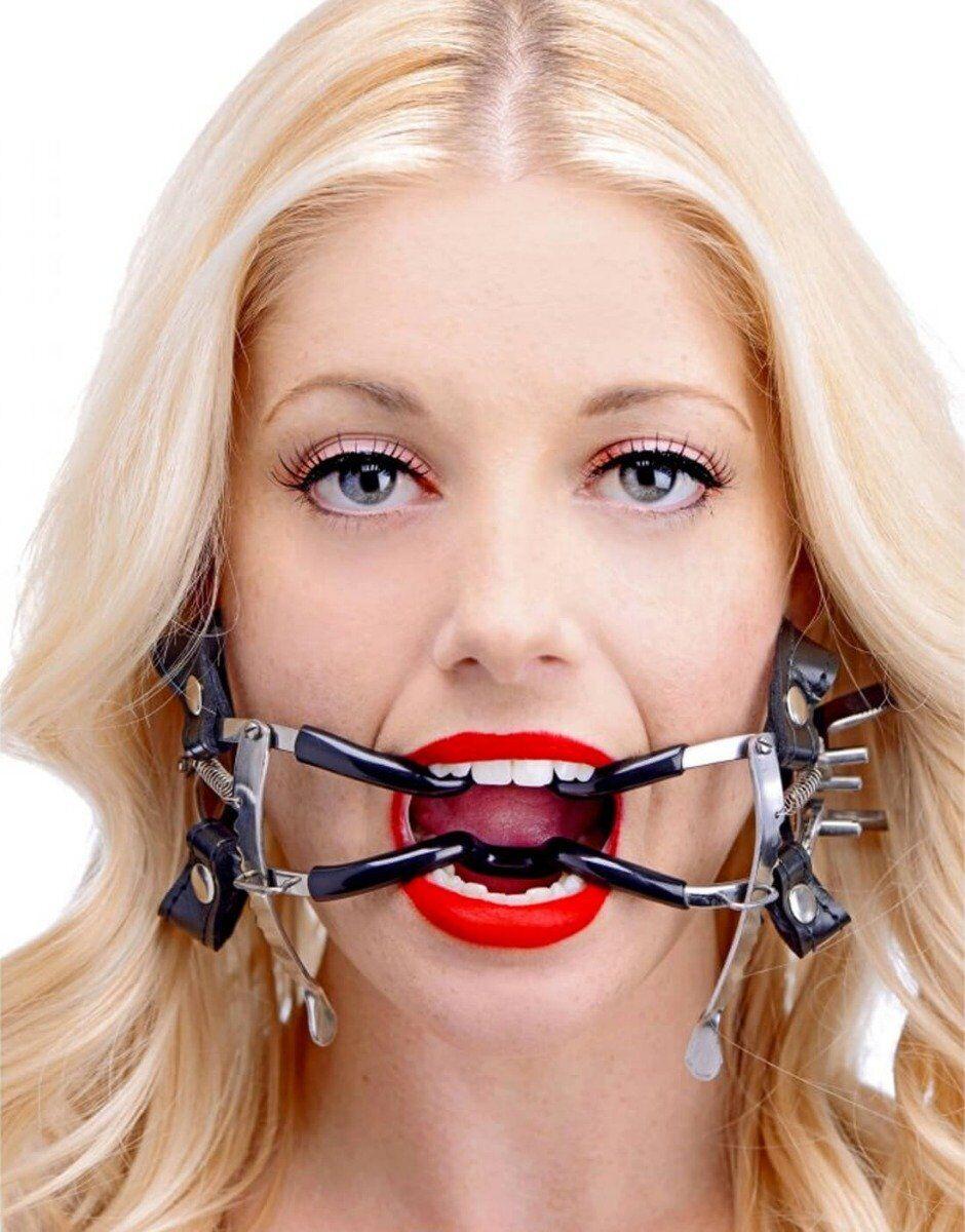 Stropperne holder gagget på plads i din partners mund, så du med ratchet dental gag kan få adgang til eks. deep throat uden brug af tænder